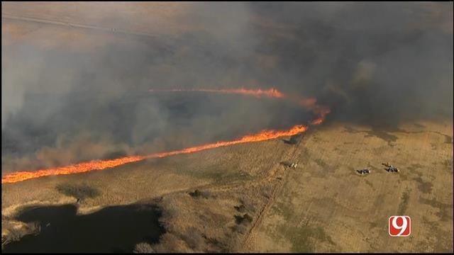 Crews Battle Grass Fire In Rural Area Near S. Moore, NW Norman