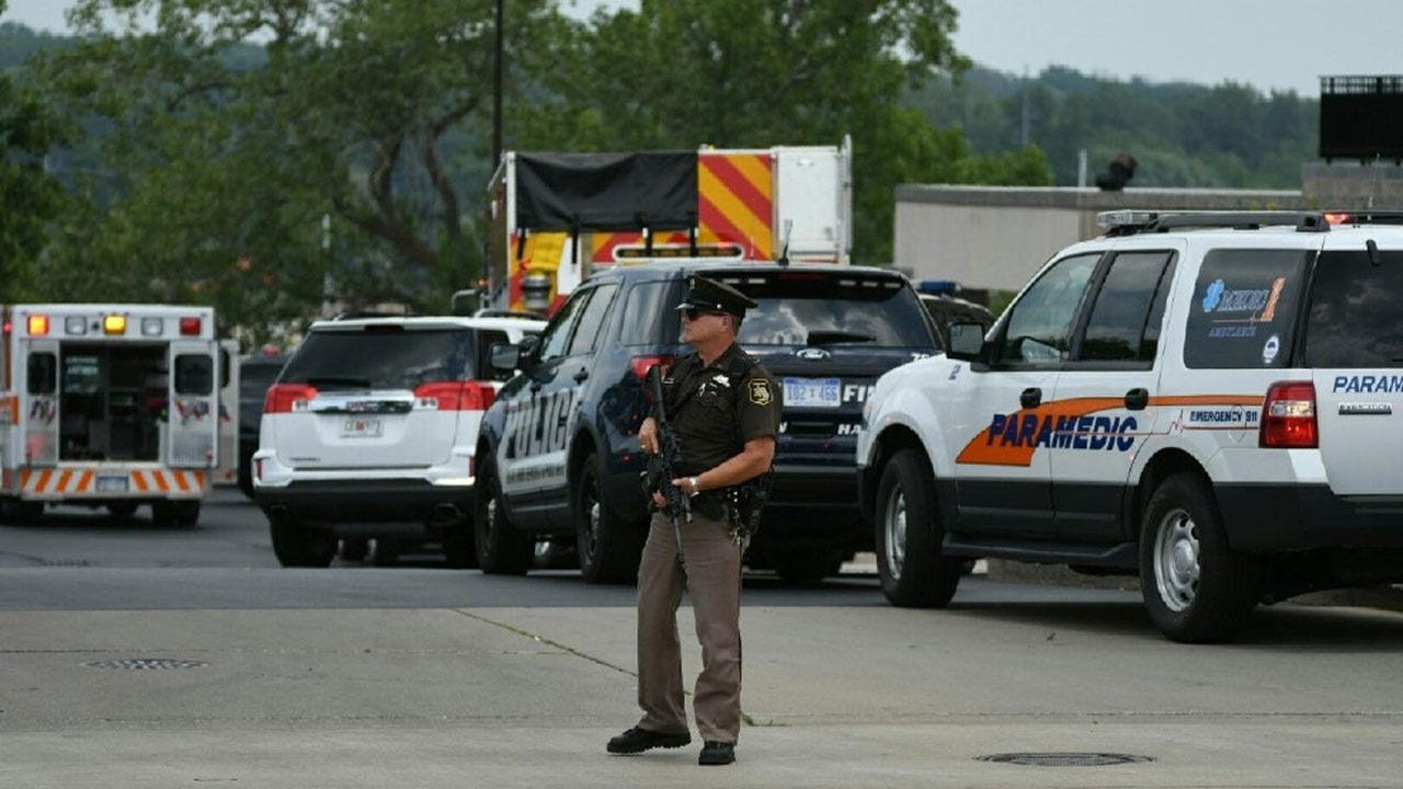 Michigan Courthouse Shooting Leaves 2 Bailiffs, Suspect Dead