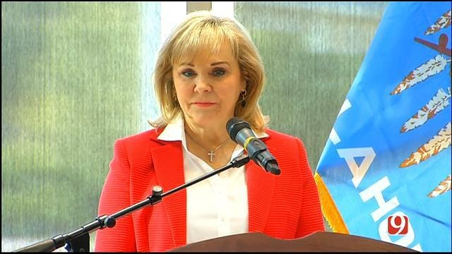 Gov. Fallin Considers Special Session To Address Pay Raises For Public School Teachers