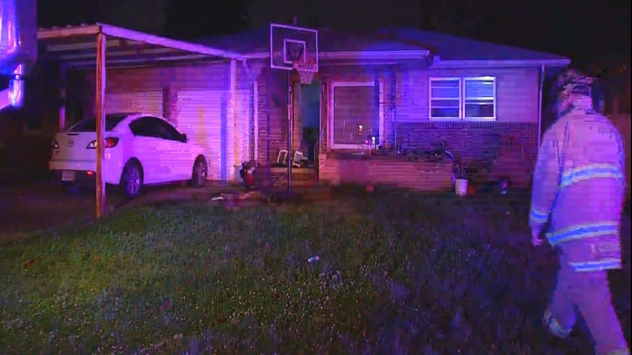 Woman, 5 Children Escape SW OKC House Fire