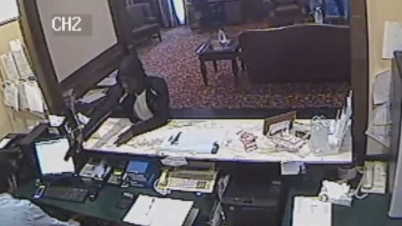 Police Searching For Suspect In Hotel Robbery In NW OKC