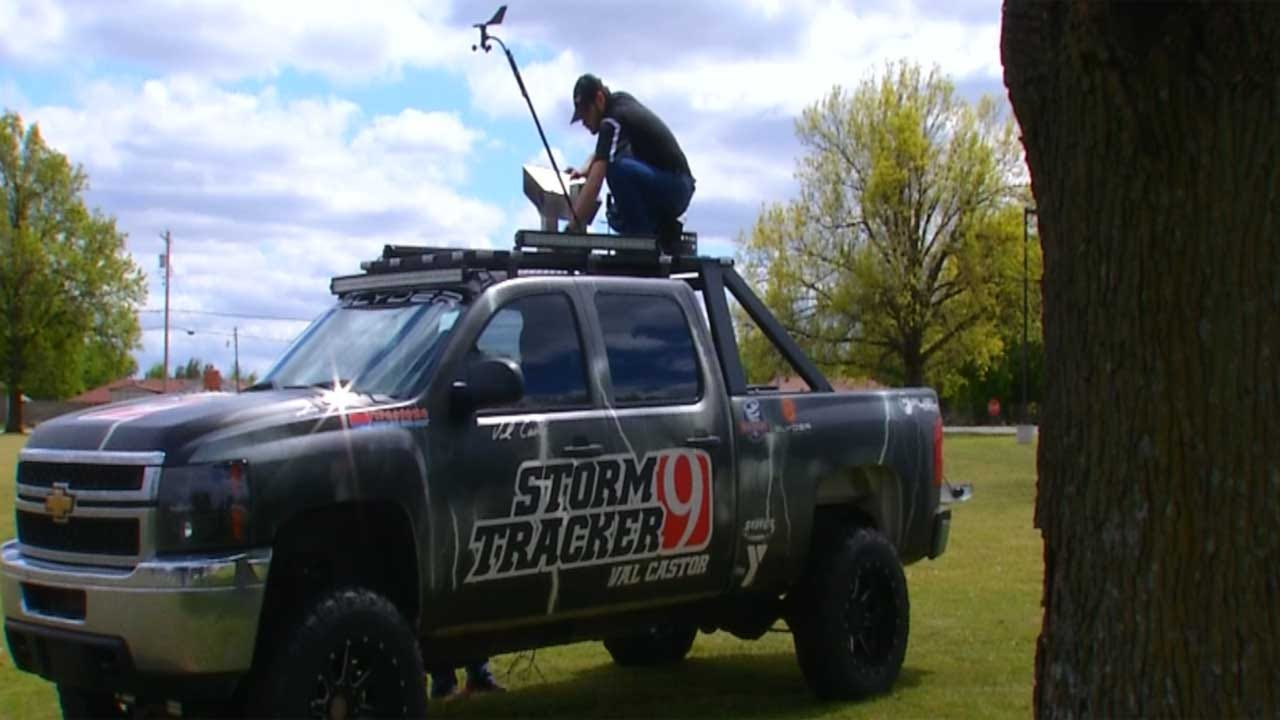 Val And Amy Castor Unveil New Camera On Top Of Chase Truck