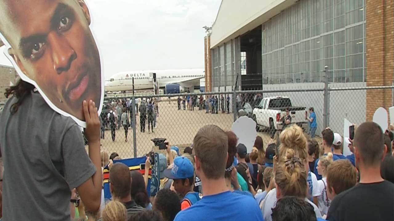 Thunder Returns Home To Hundreds Of Fans