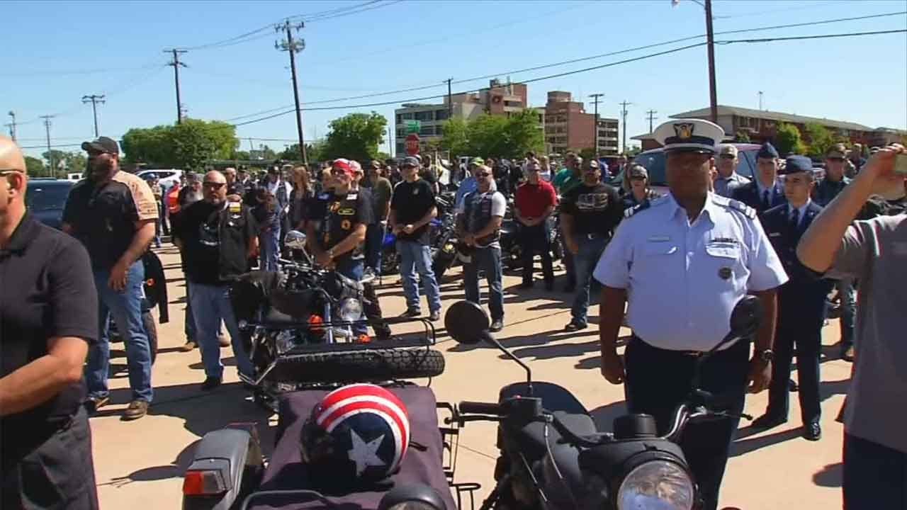 Hundreds Attend Funeral Of Veteran Who Had No Family