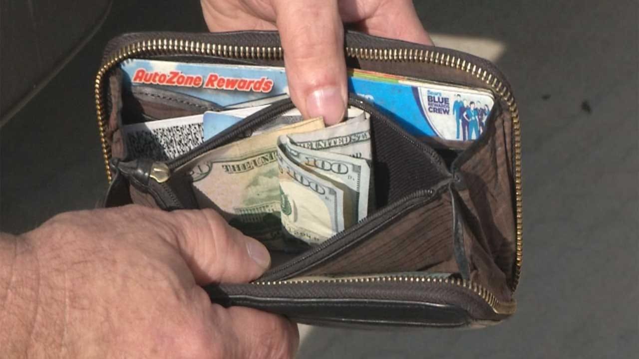 Guthrie Brothers Return Lost Wallet, Cash