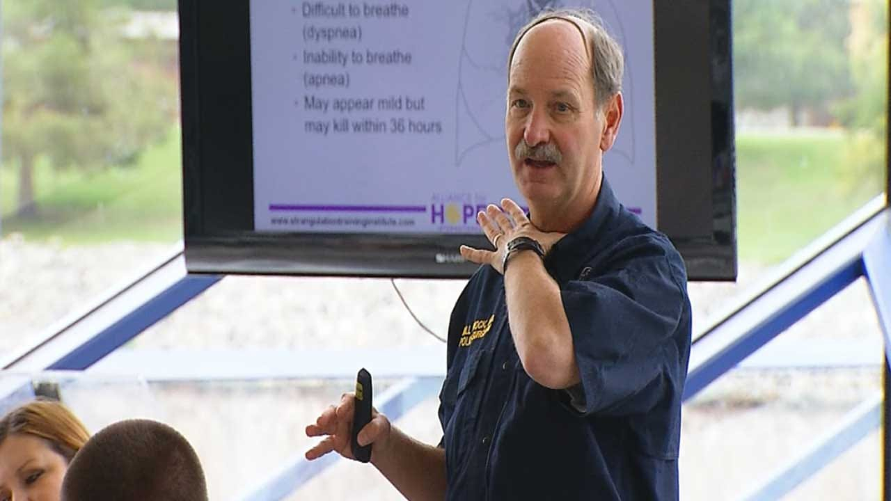 Oklahoma Agencies Train To Understand Dangers Of Strangulation
