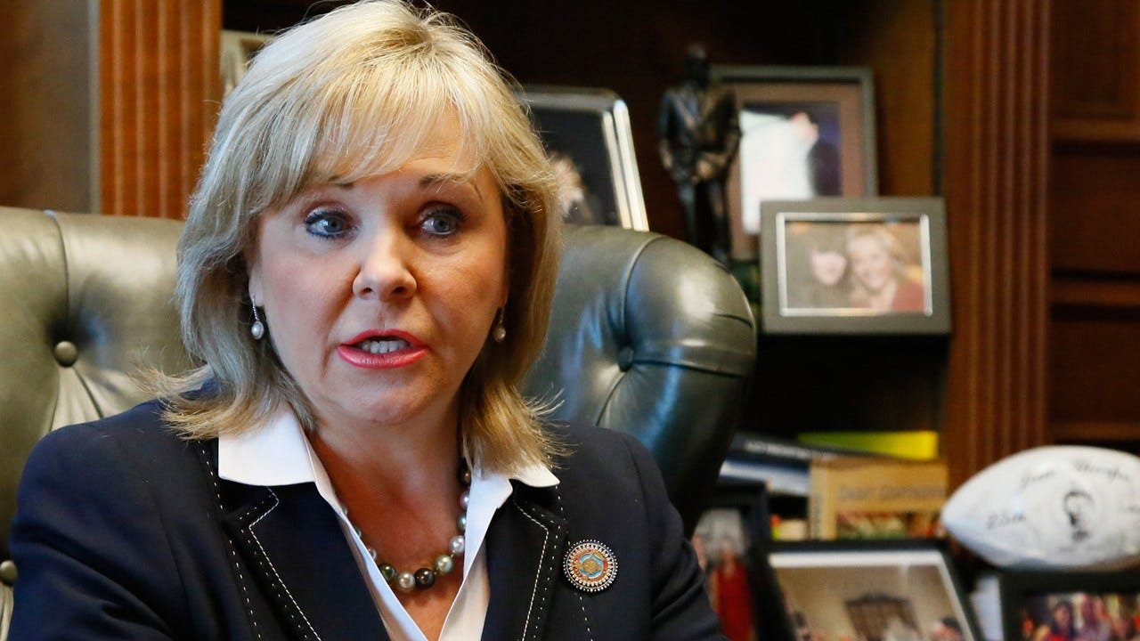 Fallin Stays Out Of Confederate Monument Controversy