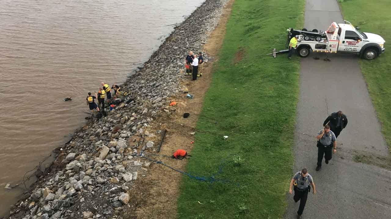 Dive Team Responds To Car In Oklahoma River