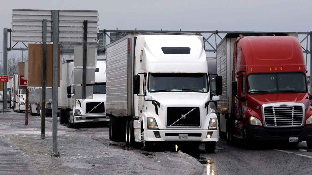 Feds Won't Require Sleep Apnea Tests For Truck Drivers/Train Engineers