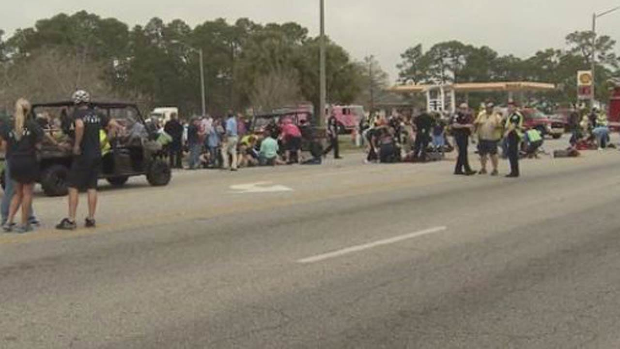 Car Drives Into Crowd At Mardi Gras Parade In Alabama