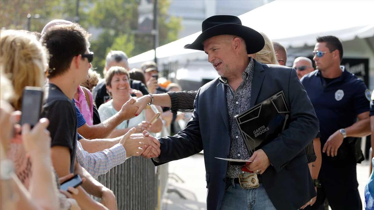 OKC Warns Garth Brooks Concert-Goers About Construction