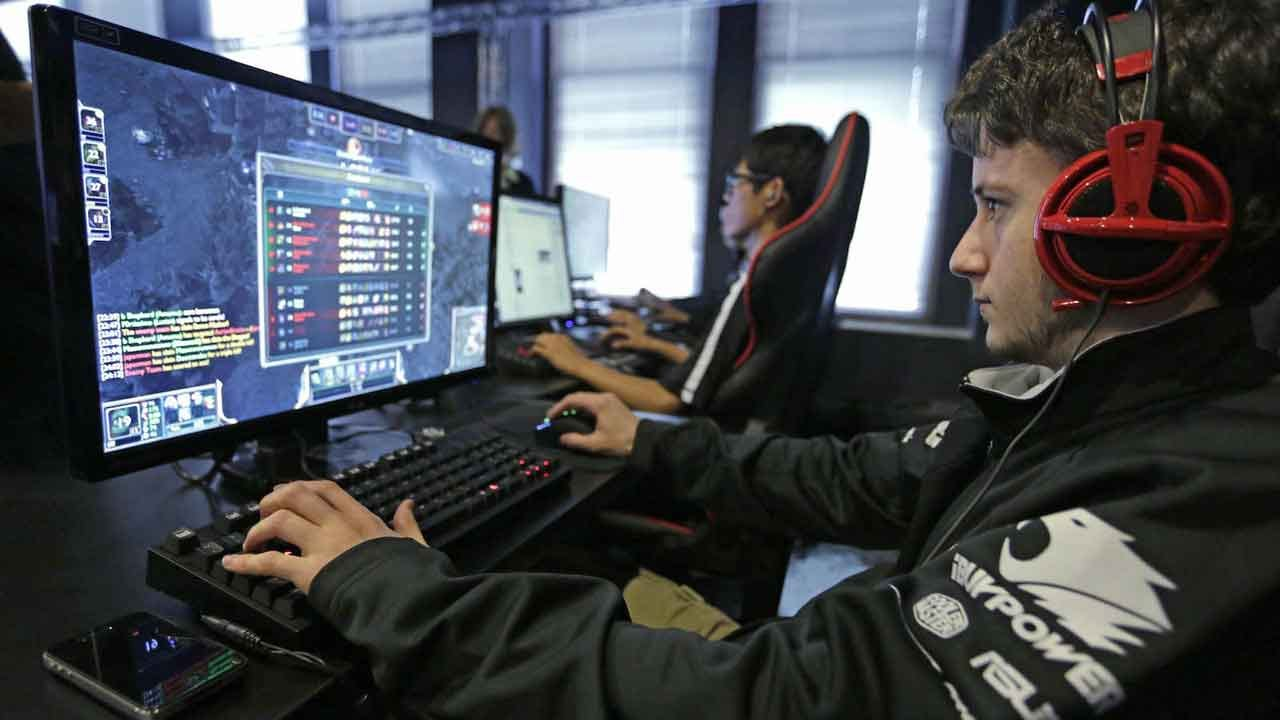 As Young Men Work Less, Are Video Games To Blame?