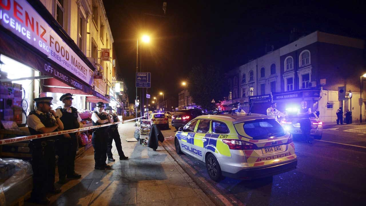 Finsbury Park London: Vehicle Strikes, Injures Pedestrians Near Mosque, Police Say