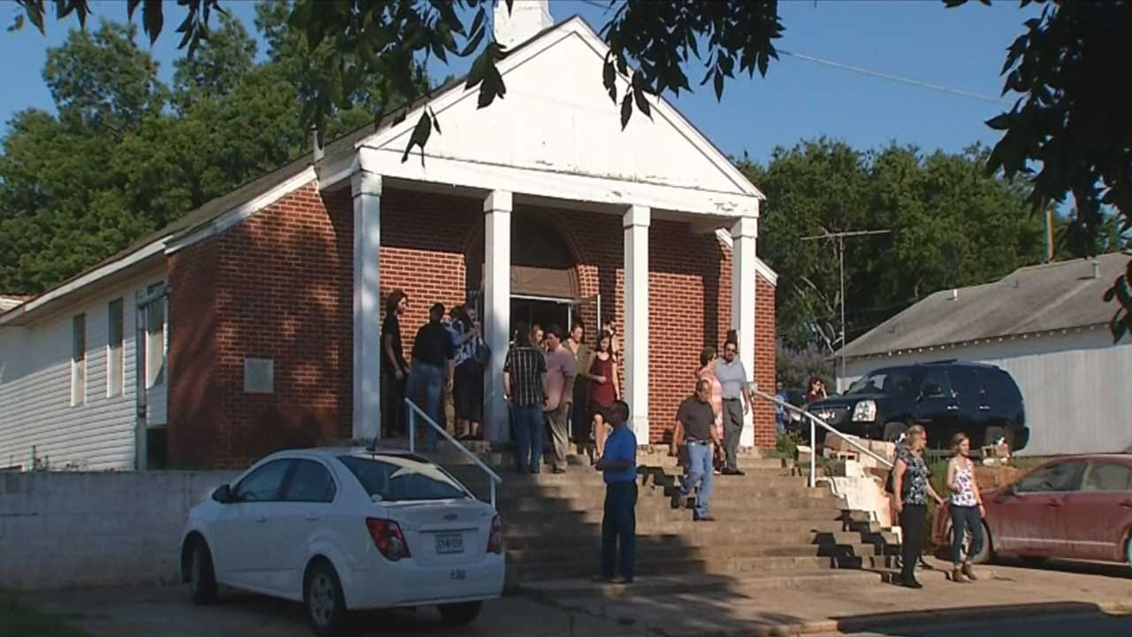 Community Gathers To Remember Life Of Chickasha Pastor