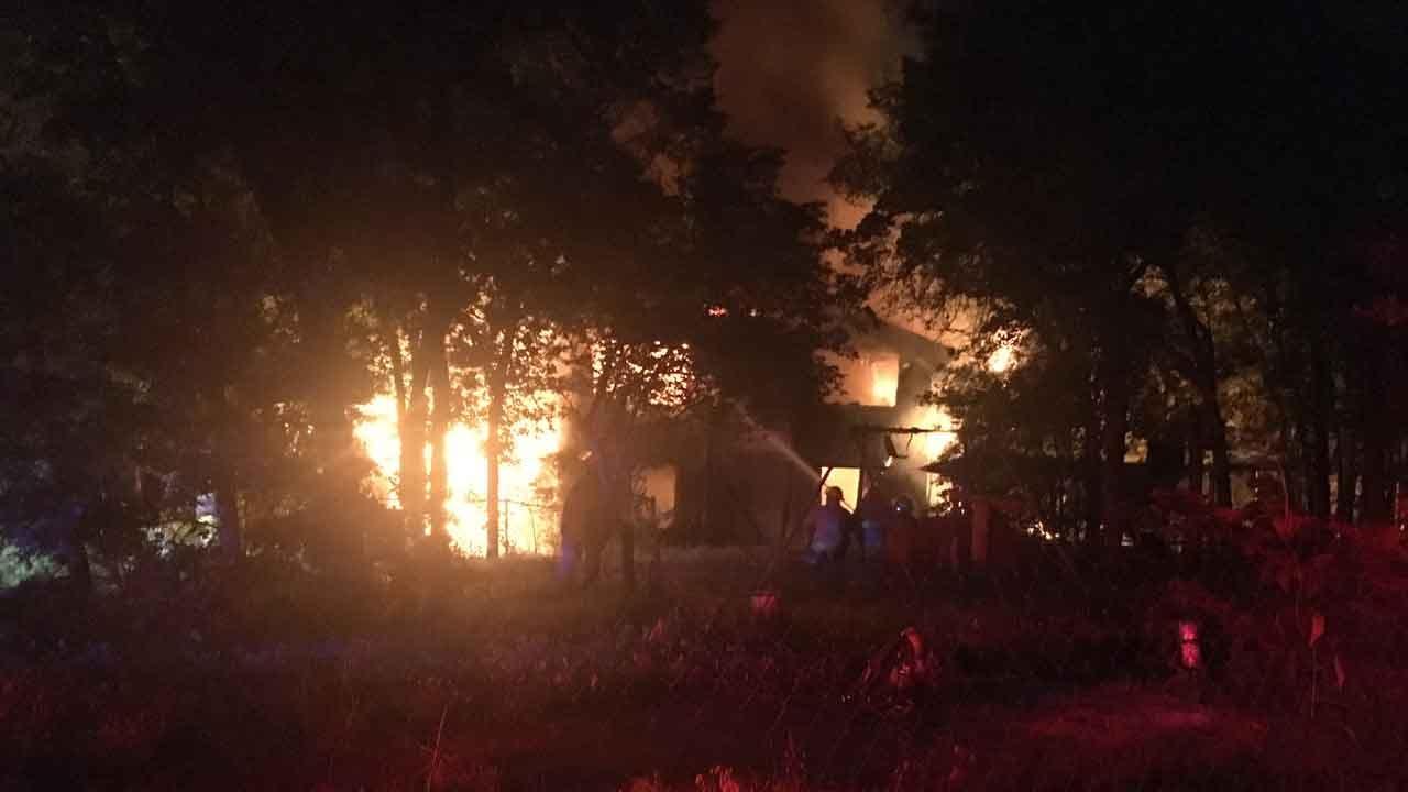 Edmond Crews Battle Large House Fire