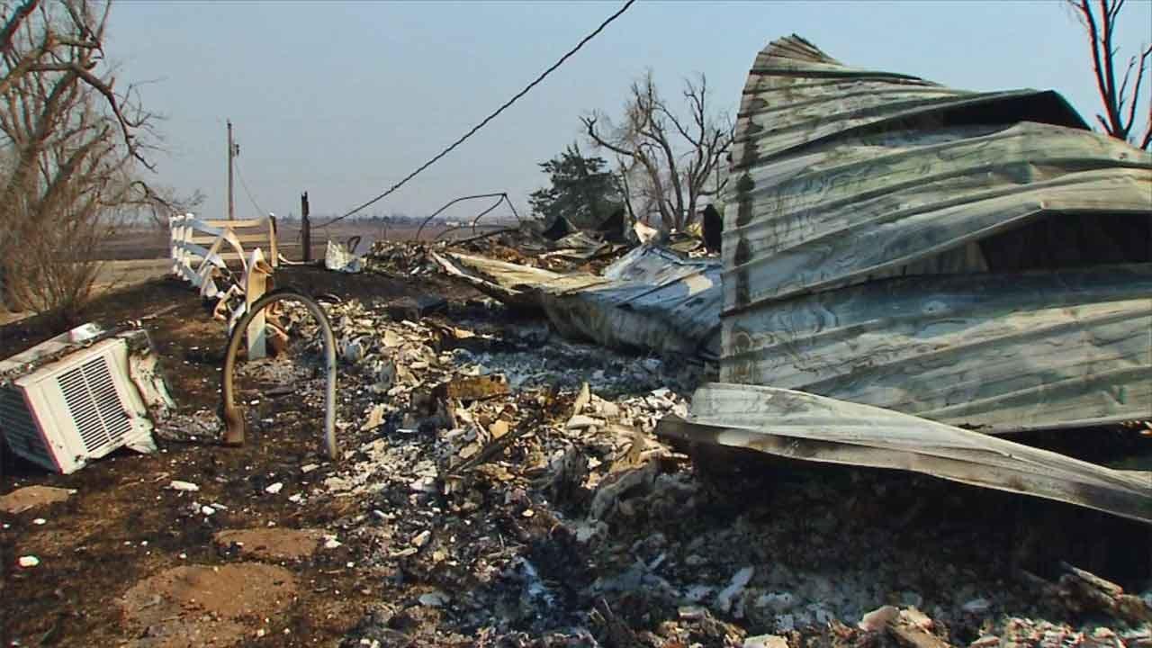 Senators Lankford, Inhofe Tour Wildfire Damage In NW OK