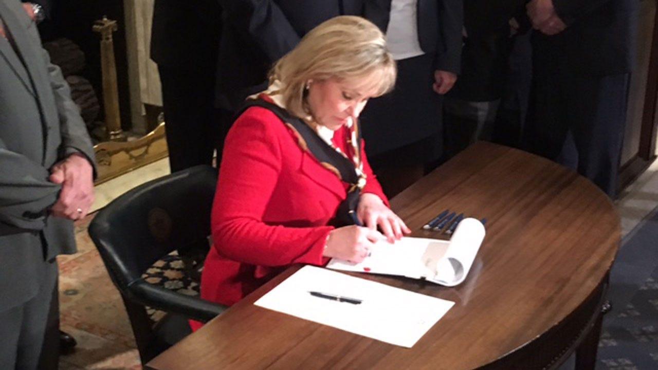 Gov. Fallin Signs REAL ID Bill Into Law