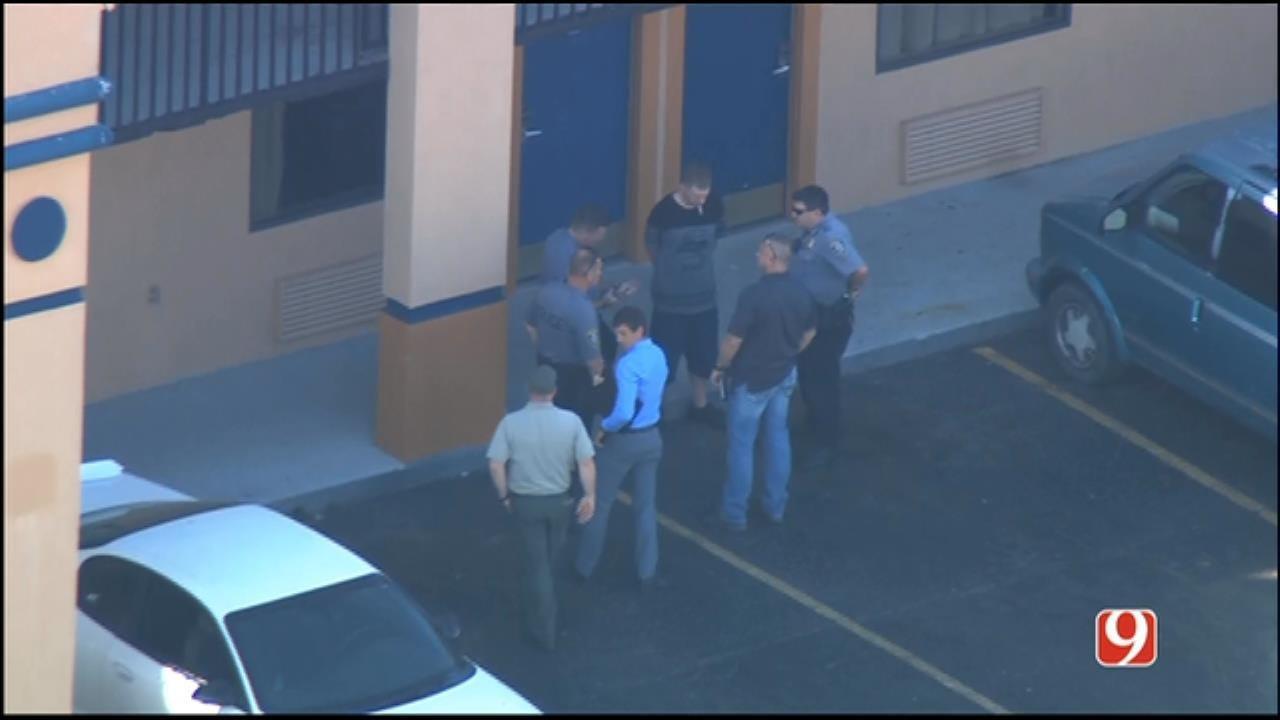 Barricaded NW OKC Motel Gunman In Custody, Police Say