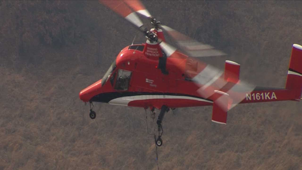 Single-Pilot Helicopter Battles Wildfires With Pinpoint Accuracy