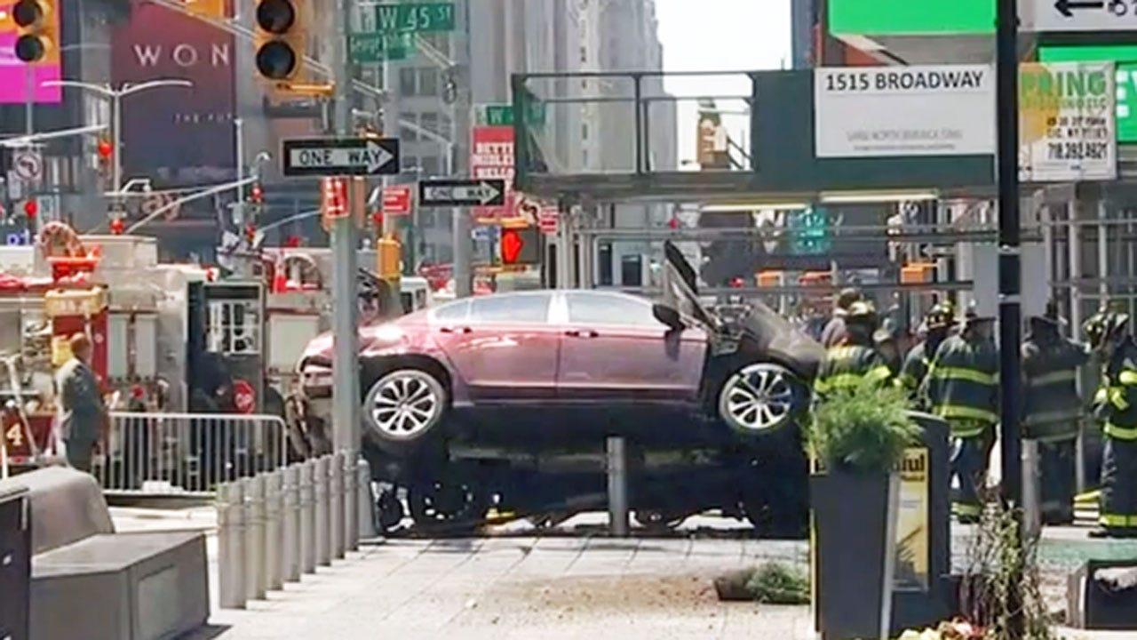 Car Slams Into Pedestrians In New York's Times Square, Killing 1