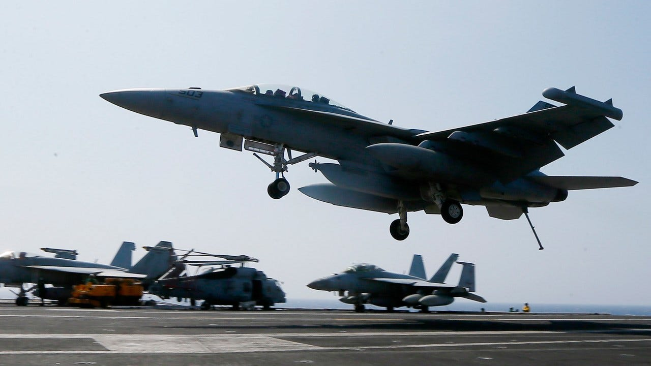 U.S. Navy Pilot Draws Obscene Pictures Over Washington State