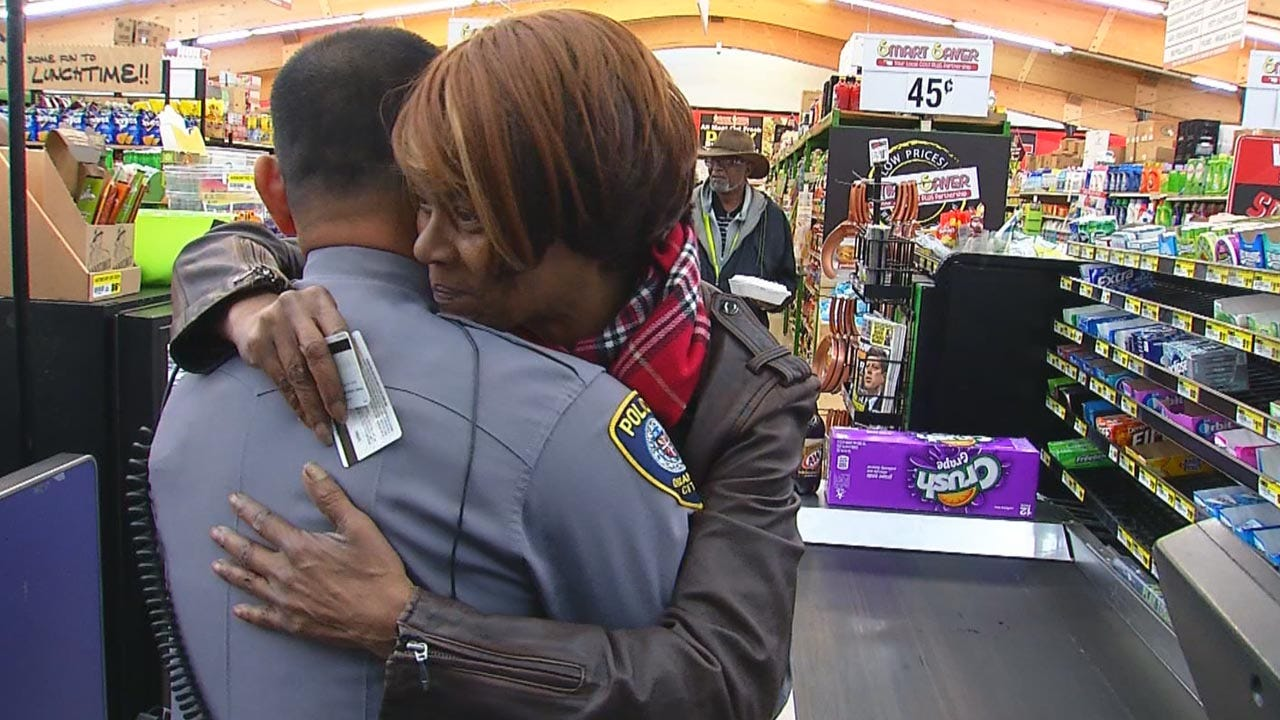 OKC Police Officers Hand Out Grocery Shopping Gift Cards