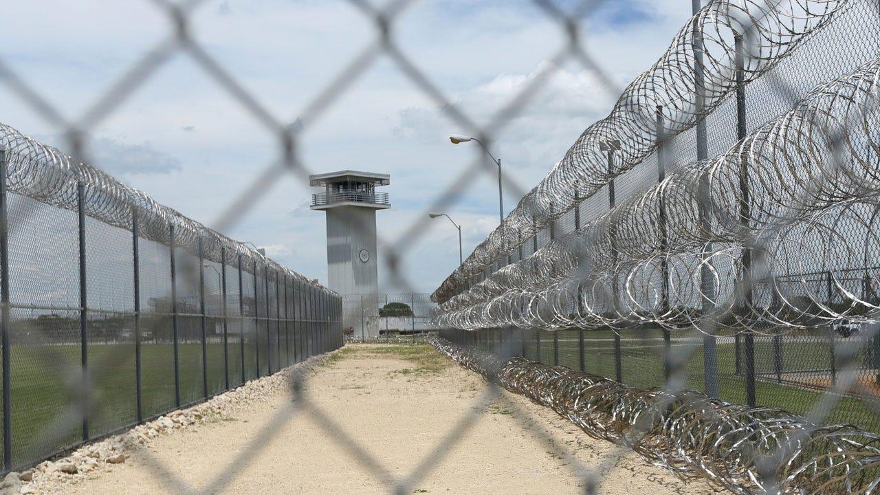 Federal Prison Employees Criticize Outbreak Response