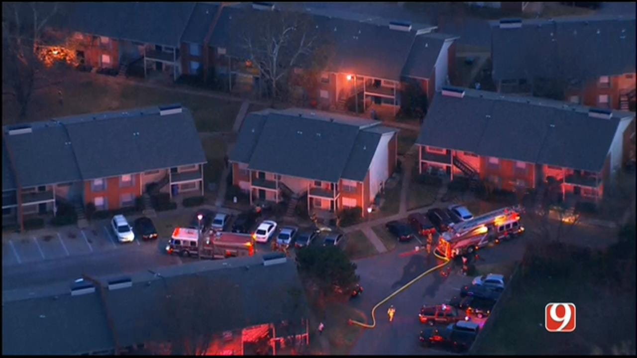 Crews Extinguish Apartment Fire In MWC