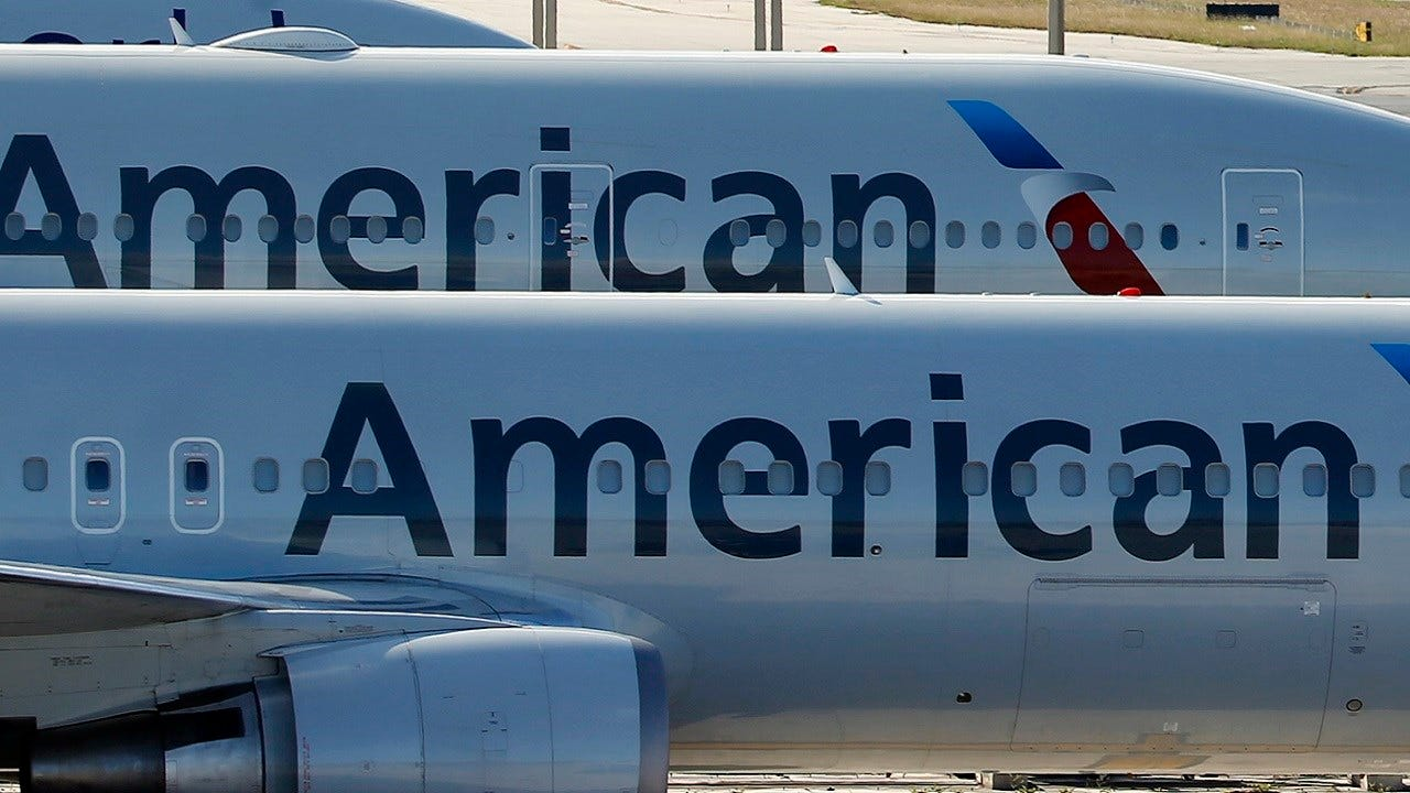 Pilot Orders Pizzas For Stranded American Airlines passengers