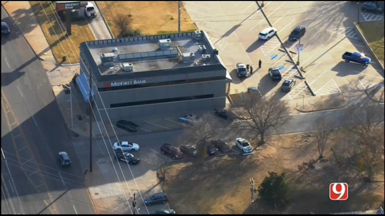 Police Search For Suspect Who Robbed MidFirst Bank In NW OKC