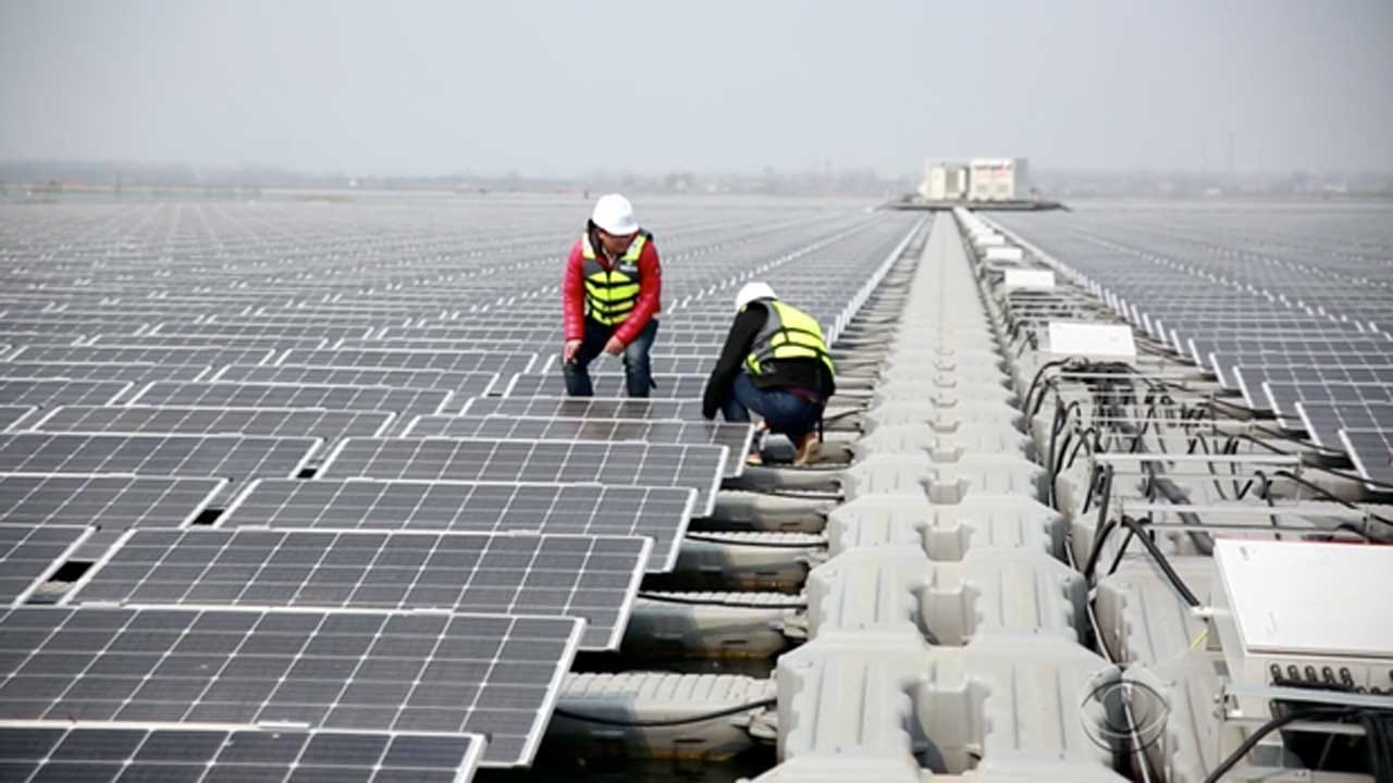 While U.S. Moves Toward Coal, China Bets Big On Solar