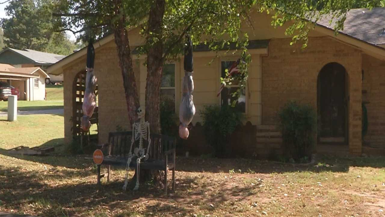 Halloween Decorations Raising Eyebrows In Guthrie