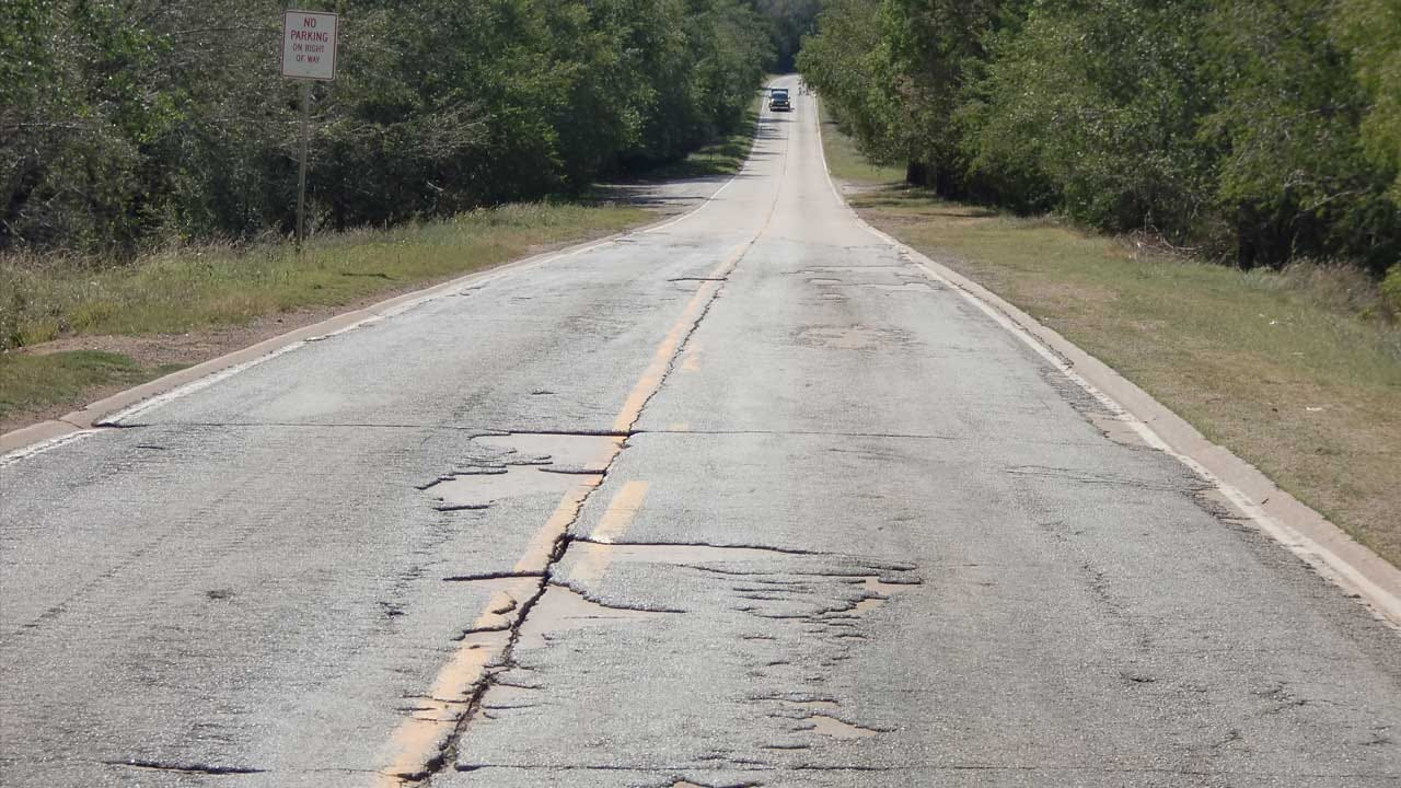 Report Finds Oklahoma's Rural Roads Face Significant Challenges