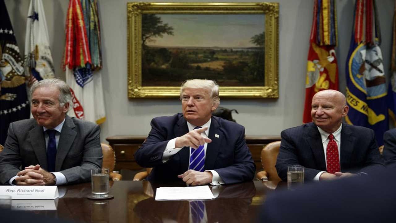 Trump Suddenly Focuses On Puerto Rico, Promises Visit, Aid
