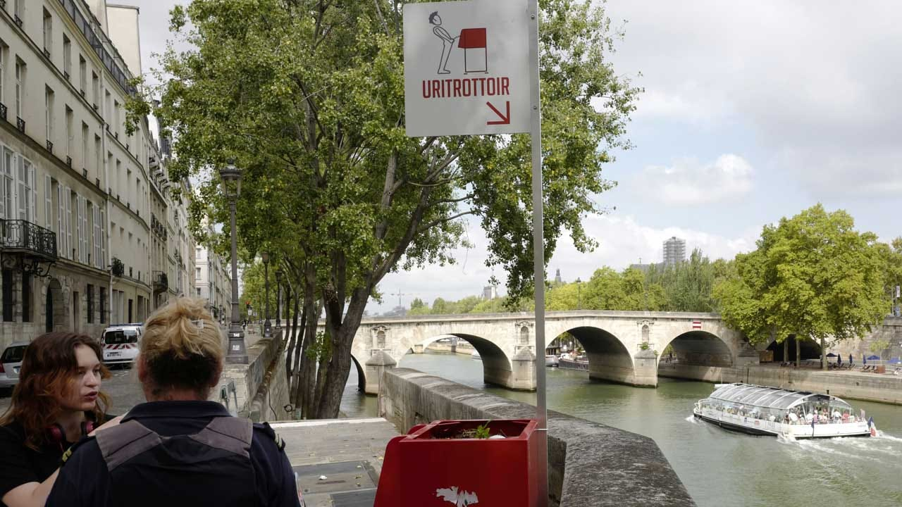 Paris Open-Air Urinals Not Popular Among All French