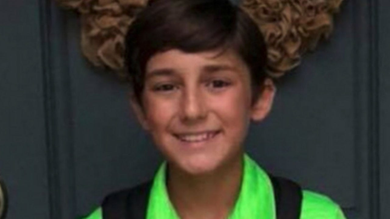 Student Wears Green Shirt For Picture Day With Hilarious Results