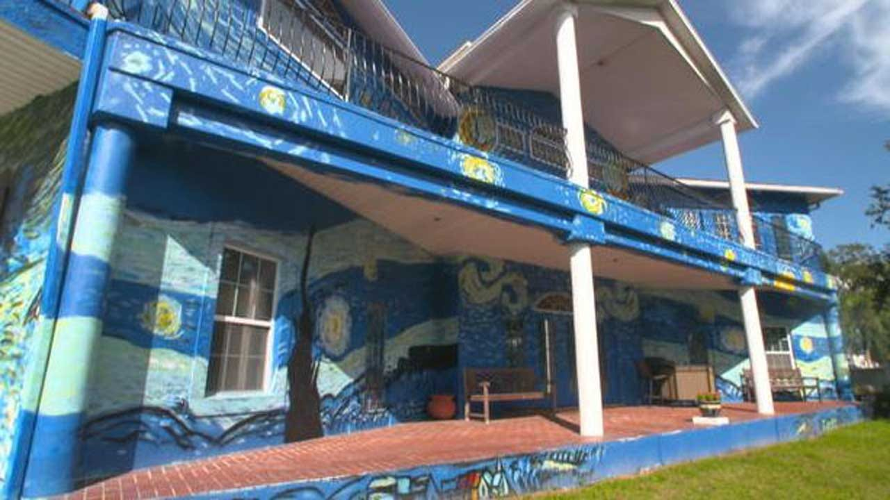 Mural Inspired By Starry Night Becomes A First Amendment Issue