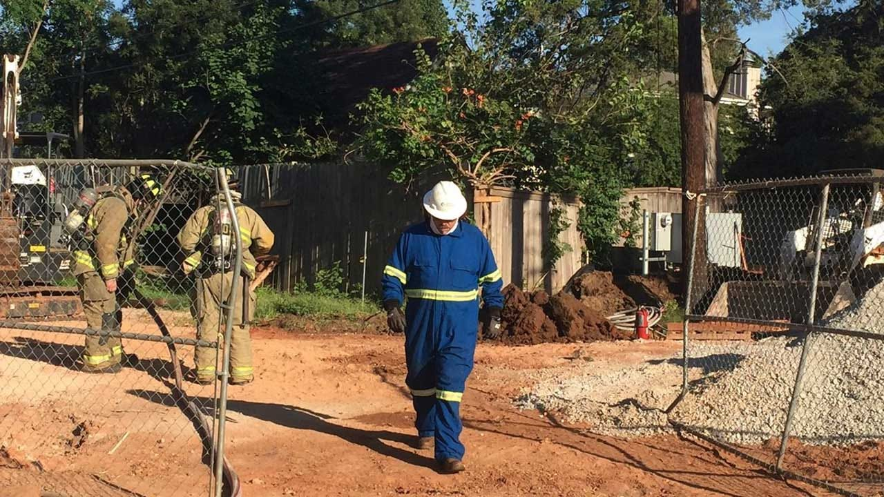 ONG, OKCFD Respond To Cut Gas Line In NW OKC