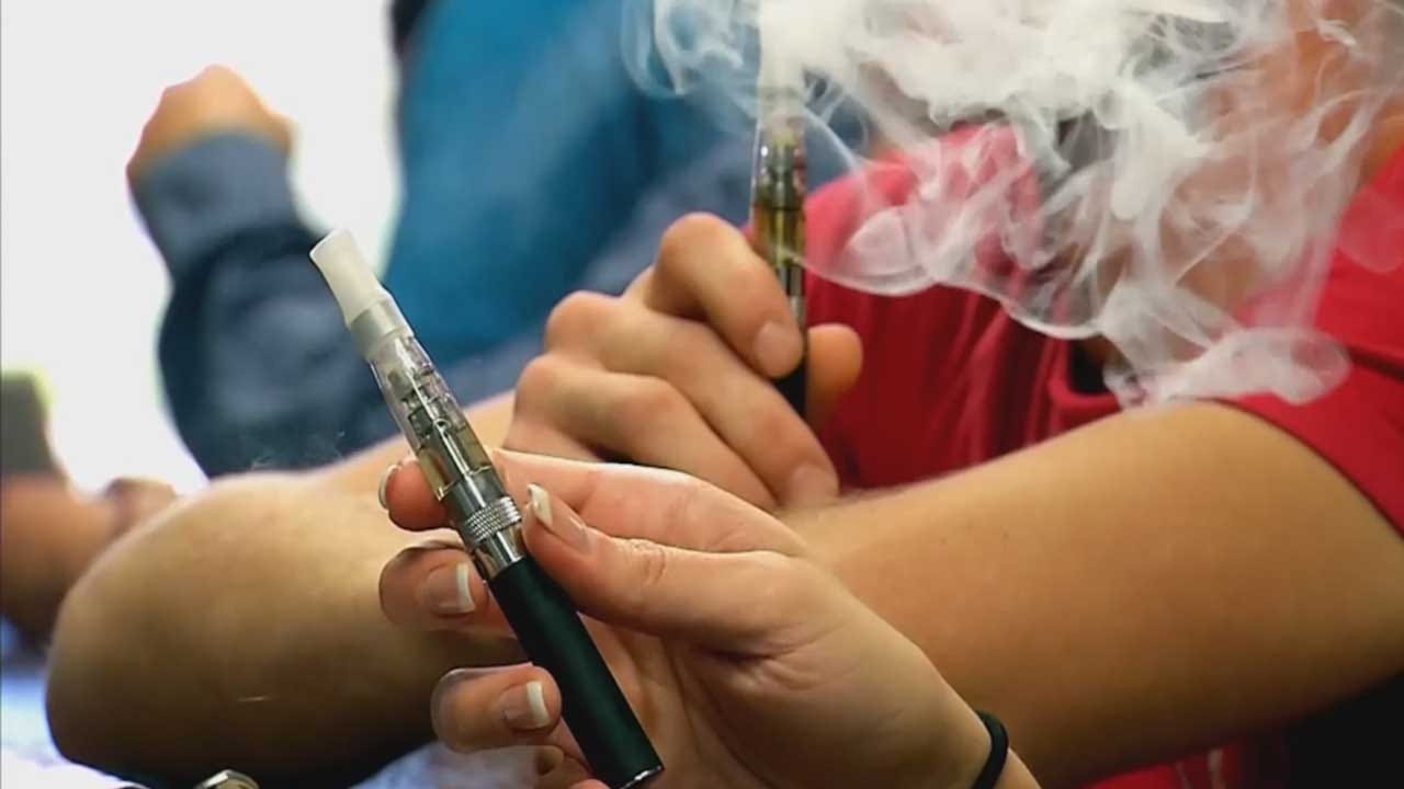 Vaping Booming In US High Schools, Survey Finds