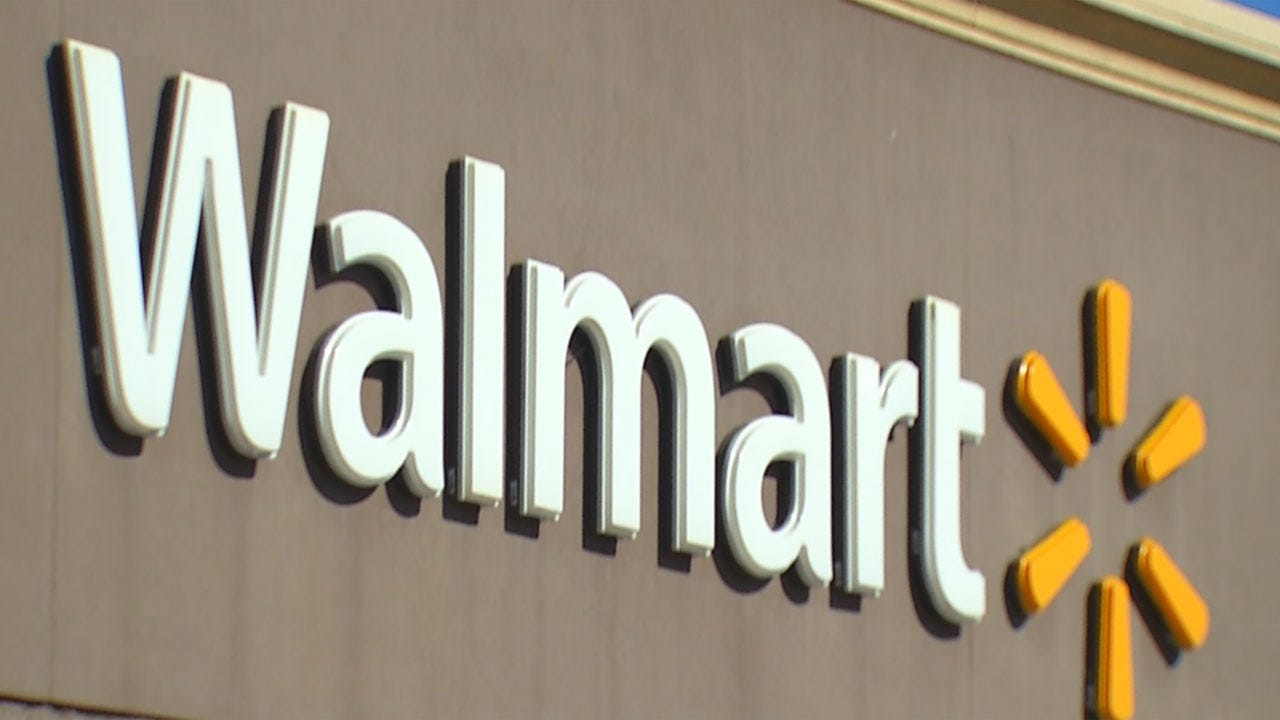 Walmart Wants To Hire 900 Truckers, Pay Them Nearly $90,000 A Year
