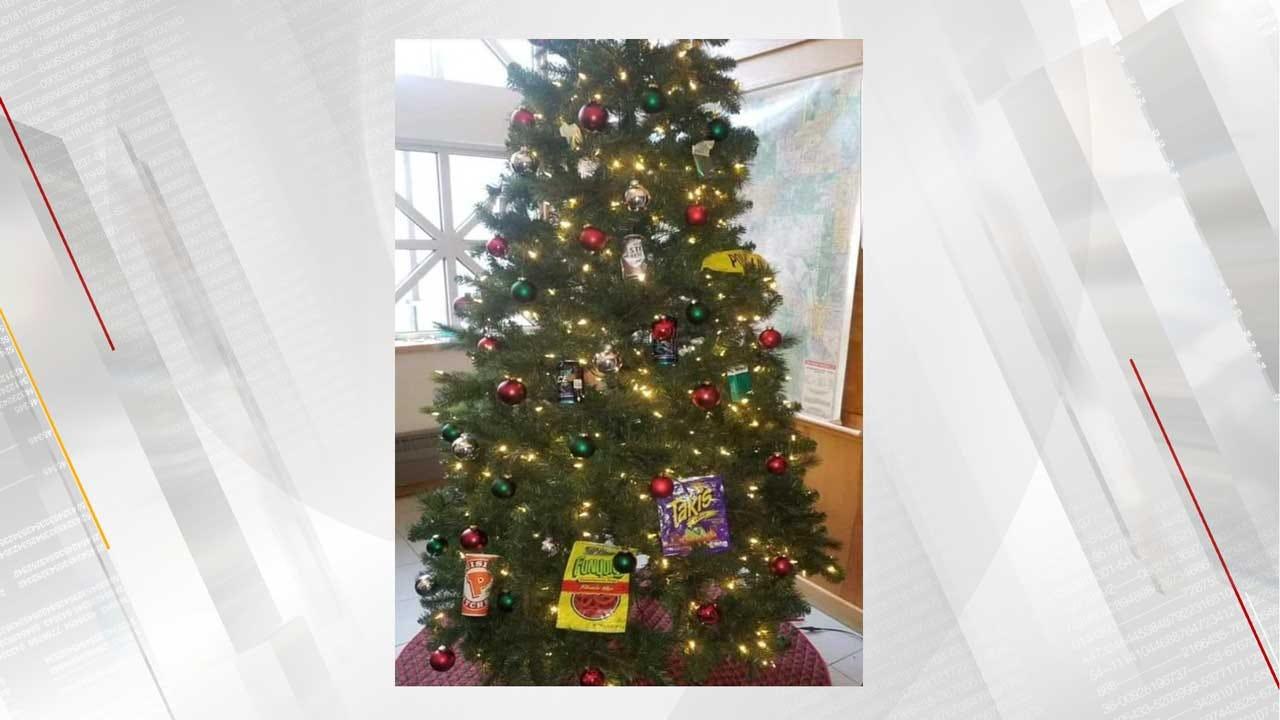 Police Commander Replaced Over Precinct's 'Racist' Christmas Tree