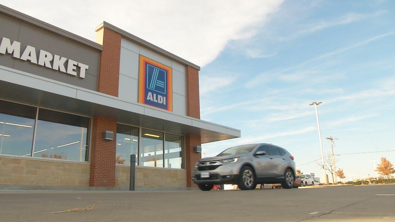 Aldi Employees Buy Yukon Single Mom Groceries