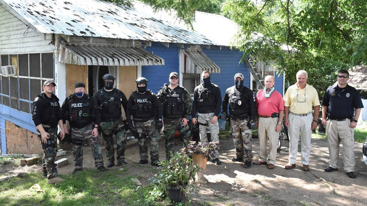 "Alabama Officers Suspended For Alleged ""White Power"" Gesture"