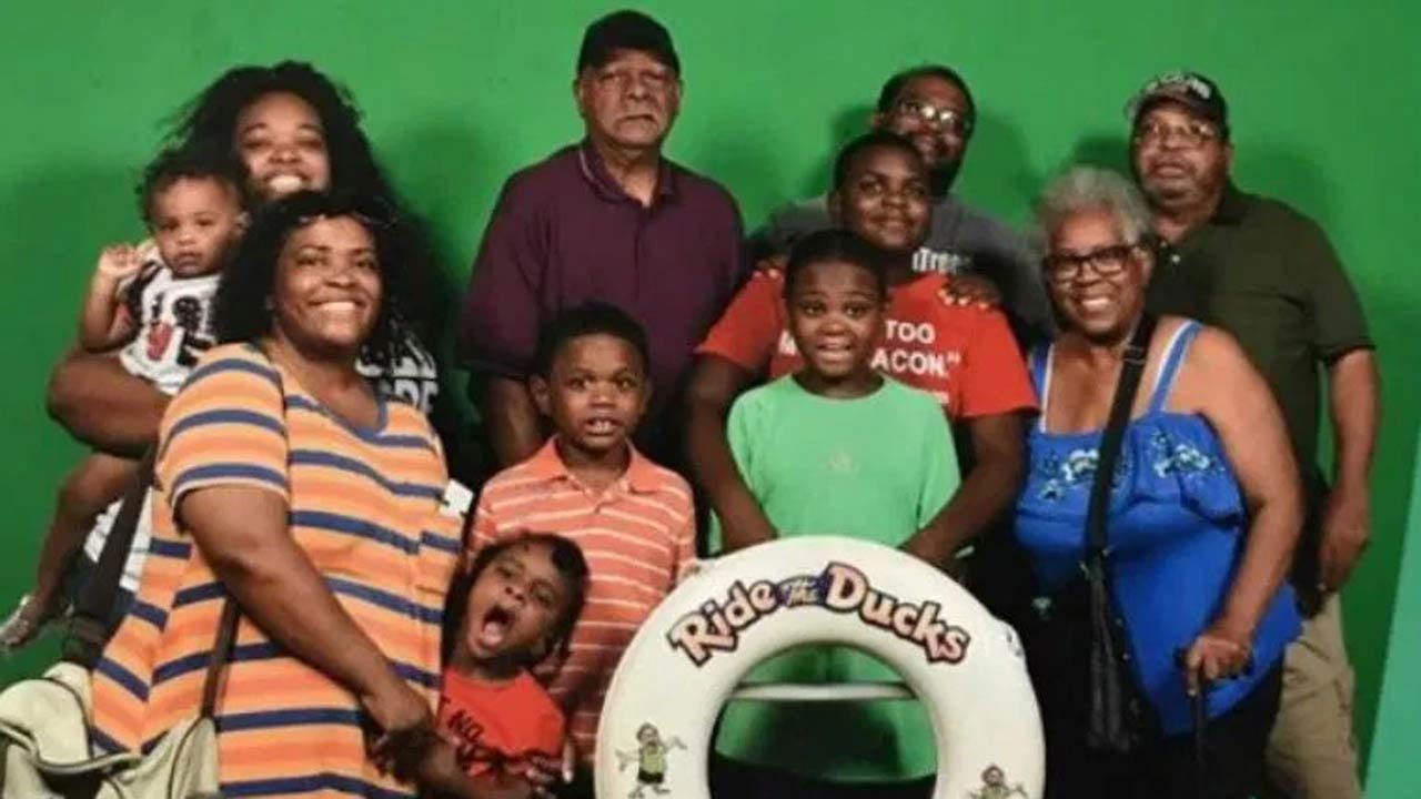 Survivor Of Missouri Duck Boat Sinking Lays Husband, Kids To Rest