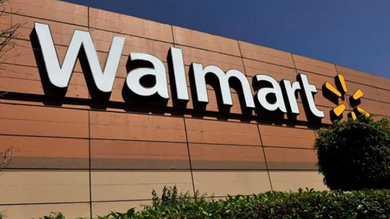 Mystery Man Pays Off All Layaway Items At A Walmart In Vermont