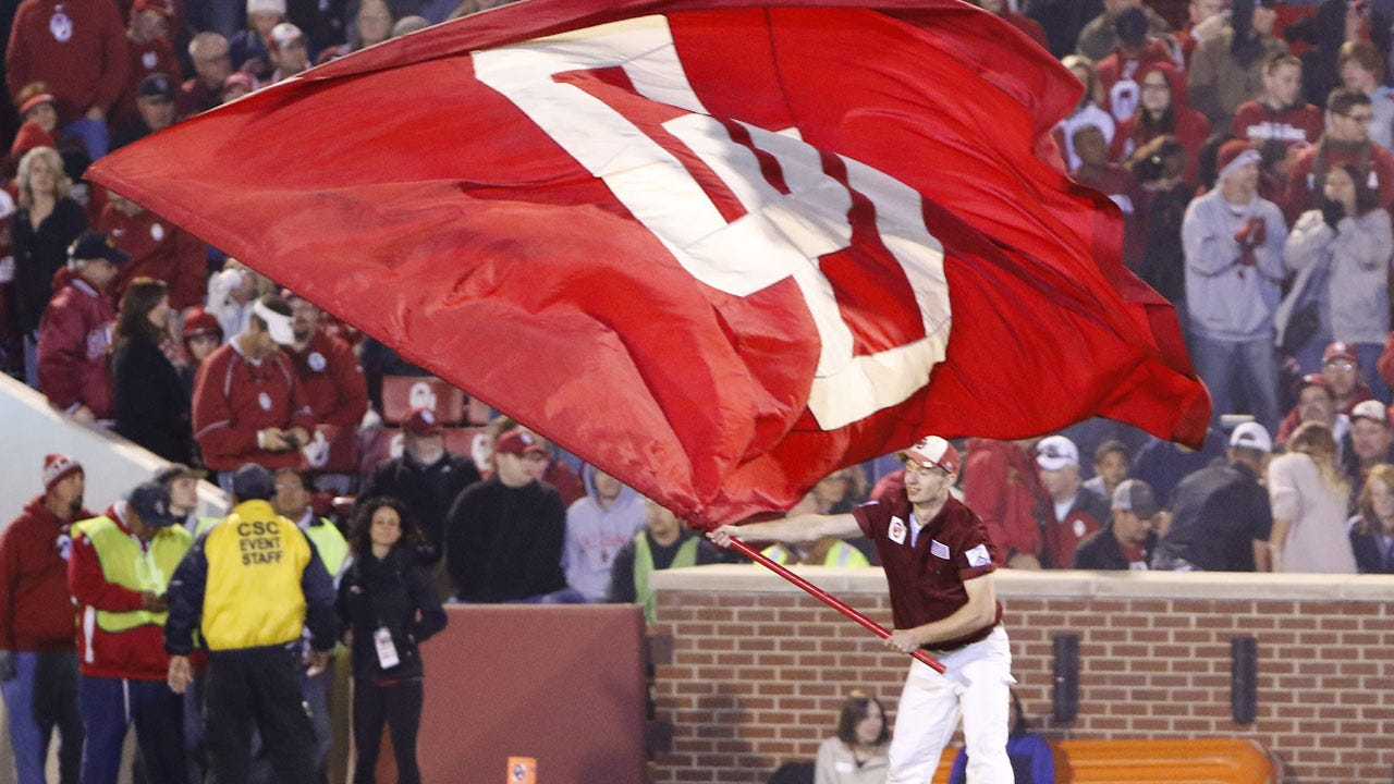 OU Sooners Take On The West Virginia Mountaineers