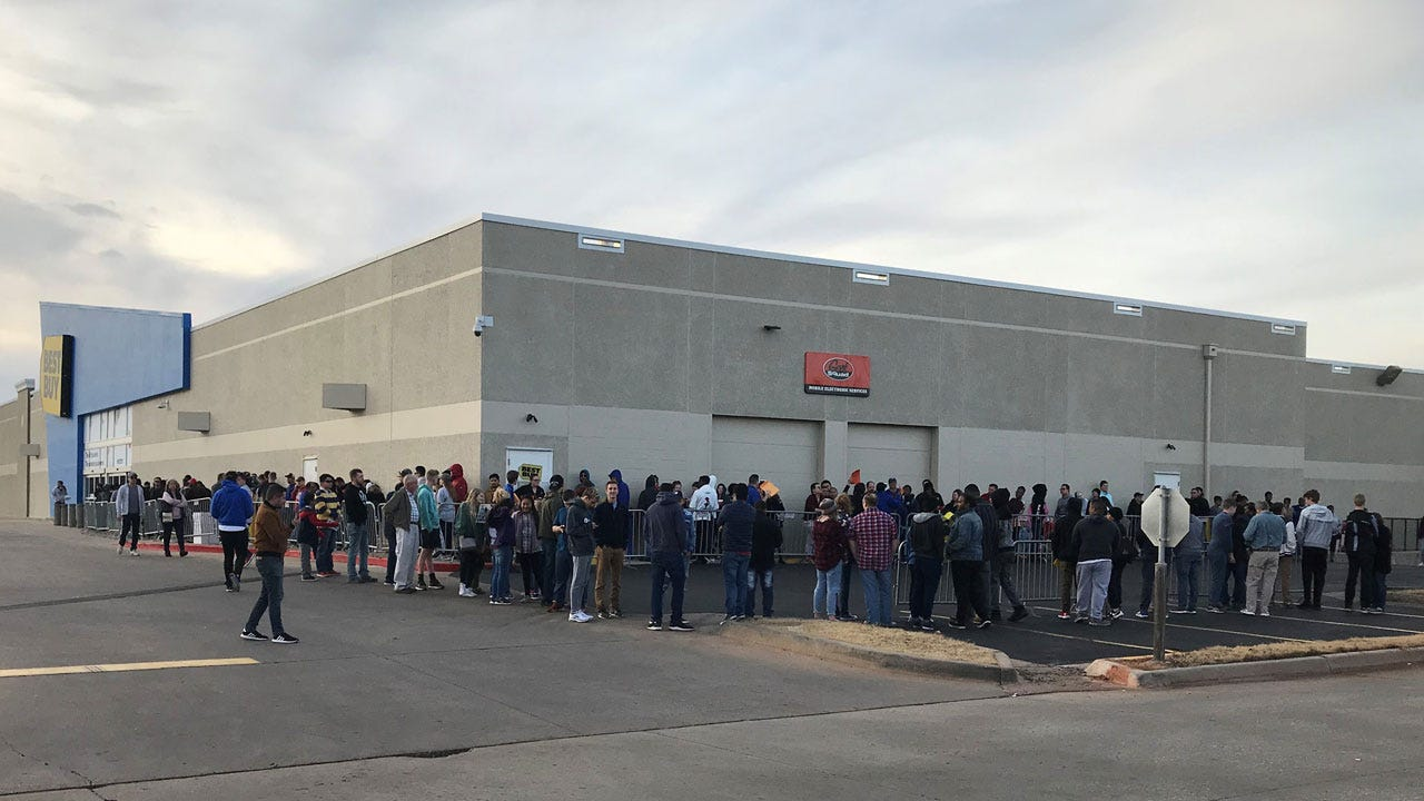 NW OKC Shoppers Flock To Stores For Black Friday Deals