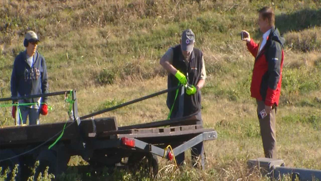 News 9 Reporter Catches Couple Trying To Take Scrap Metal From Side Of Highway