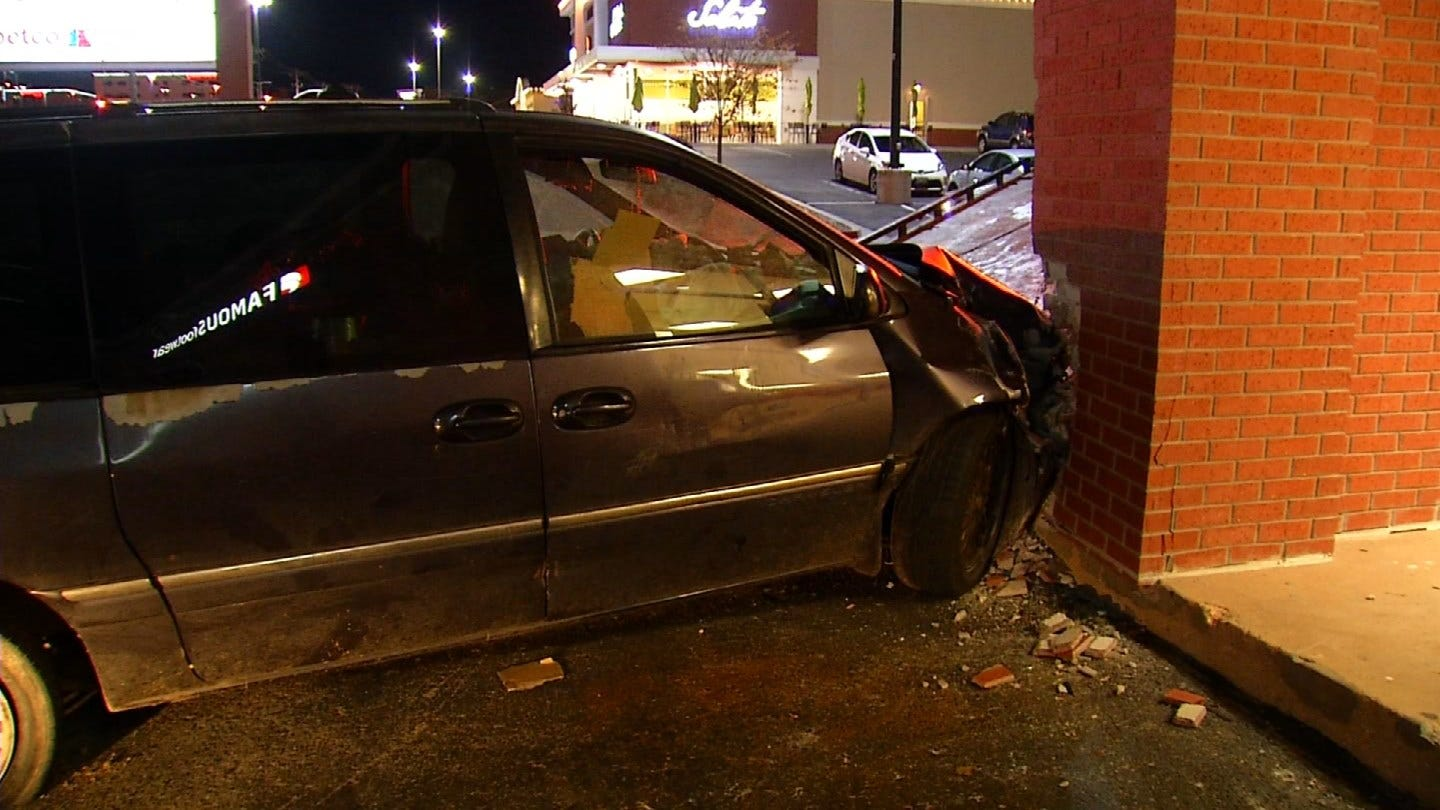 Van Crashes Into Edmond Store