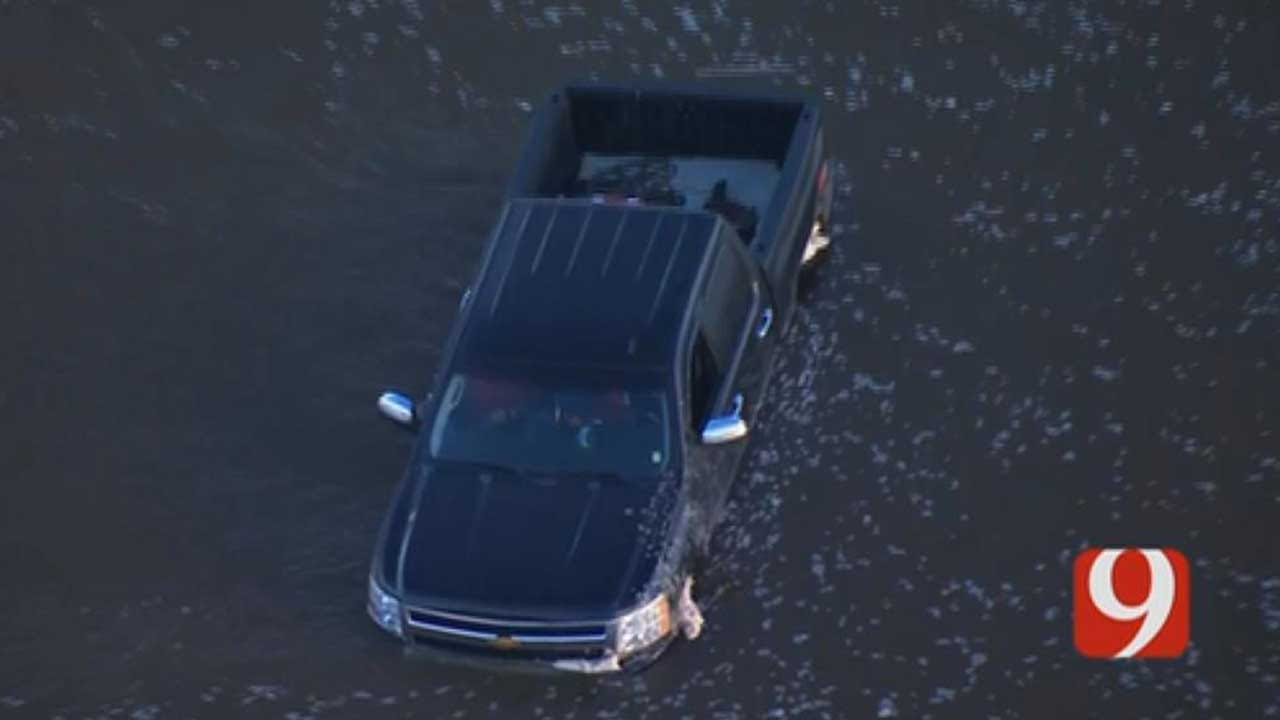 2 Rescued After Pickup Gets Stuck In River In NE OKC